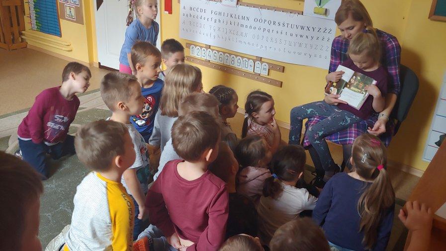 10.2019- Mamy Kotków czytają bajki